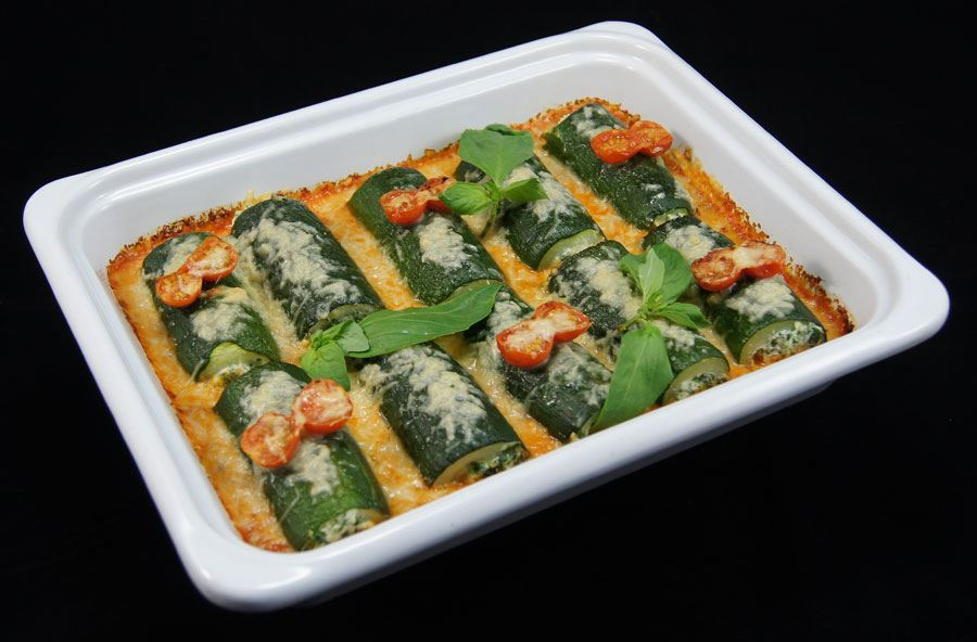 Stuffed courgette with spicy spinach and salad (serves 8 people)