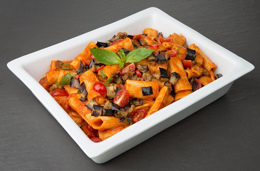 Rigatoni arabiatta with garden salad (serves 8 people)